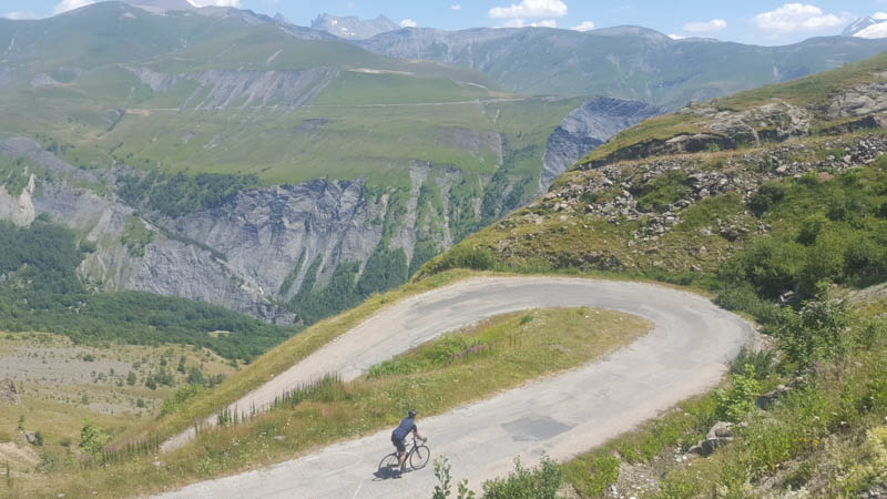 grandes alpes route tour de france climbs