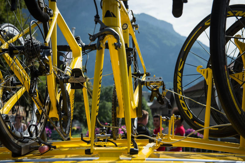 follow tour de france spectator neutral service bikes